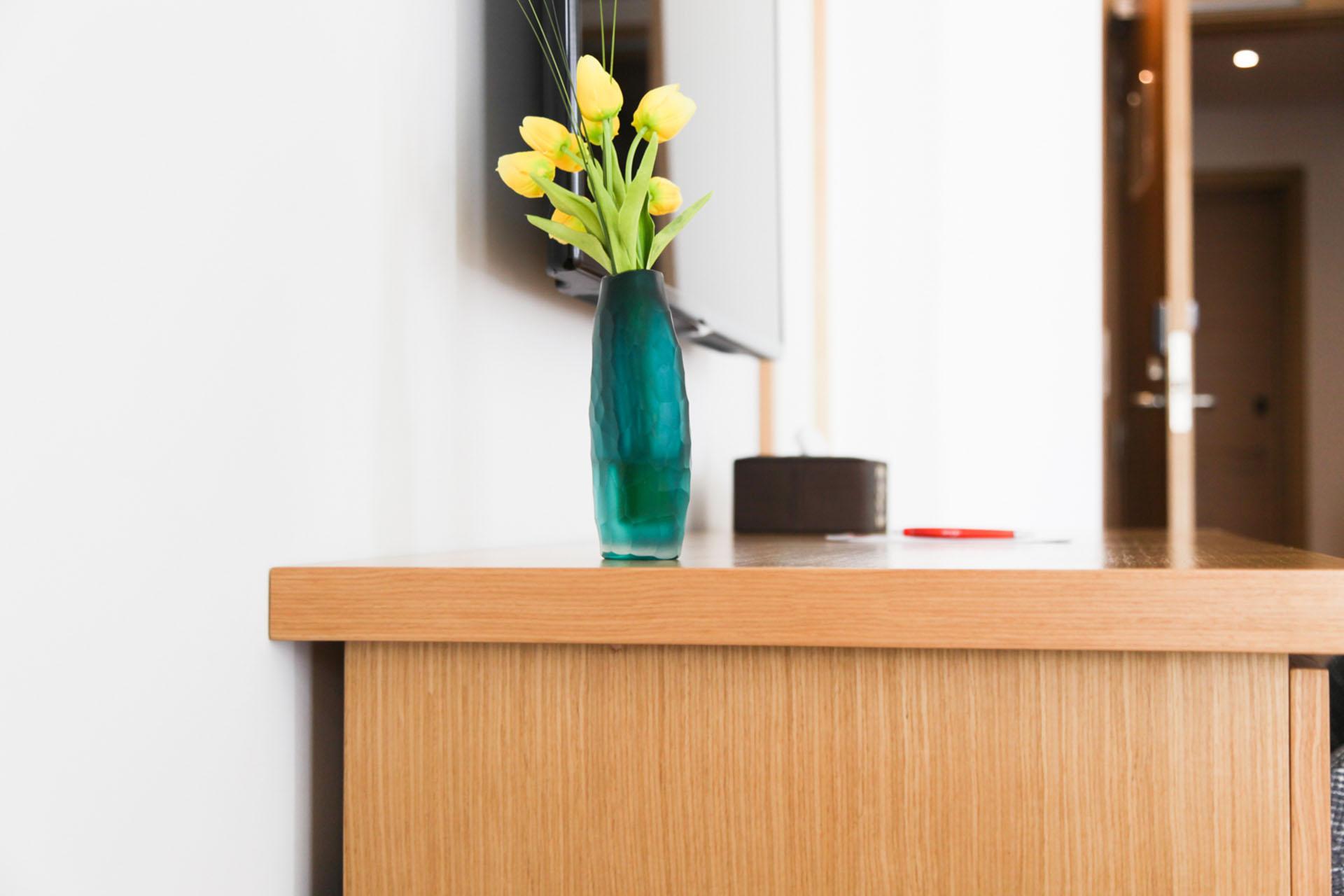 http://smartshotel.com/wp-content/uploads/2016/10/Superior-Room-Working-Desk-1.jpg